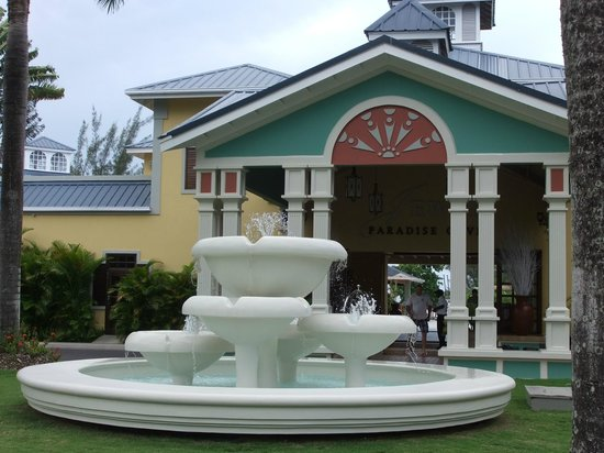 Jewel Paradise Cove Resort & Spa Runaway Bay, Curio Collection by Hilton: front entrance
