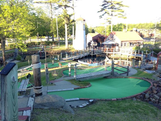 Pirate's Cove Miniature Golf: Pirate's Cove Mini-Golf Course