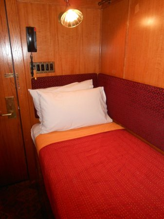 The Jane: Standard cabin, single bed
