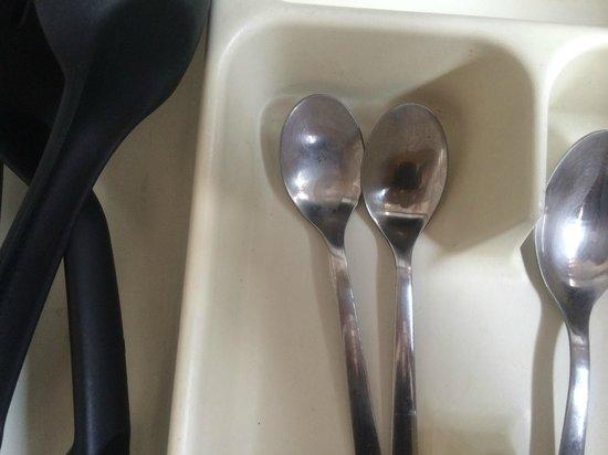 Brackenbury Serviced Apartments : Dirty utensils