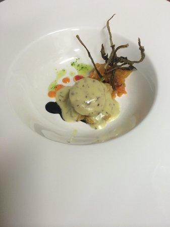 El Pesebre: Vieira con pil-pil de cebollino, spaguetis de mar y crema de boniato