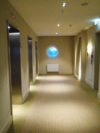 Villa Kennedy: hallway