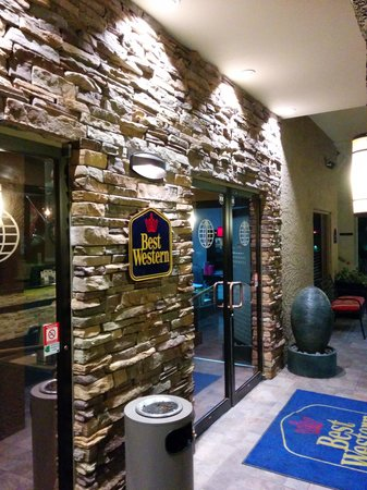 Best Western InnSuites Yuma Mall Hotel & Suites : Front of Lobby
