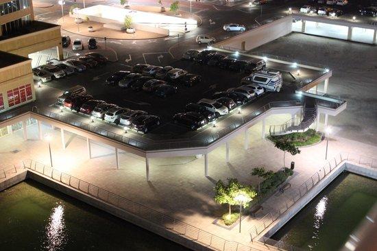 Movenpick Hotel Jumeirah Lakes Towers: Вид с 8 этажа