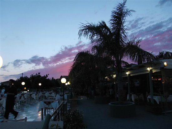 The Olive Lounge : Red sky at night