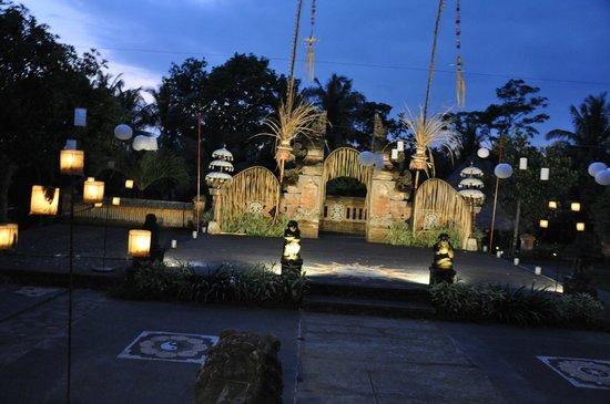 Puri Taman Sari: L'hôtel le soir