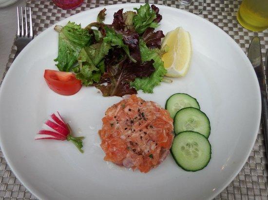 La Pignatelle : antipasto: tartare di salmone