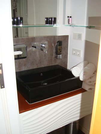 Hotel Am Dom: Bathroom sink in room 615. Lots of cabinet space in the drawer below!
