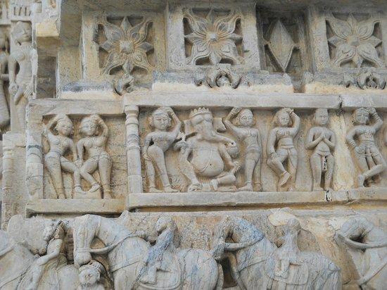 Jagdish Temple: Tallados exteriores del templo