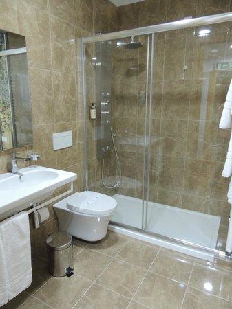 LBV House Hotel: Banheiro