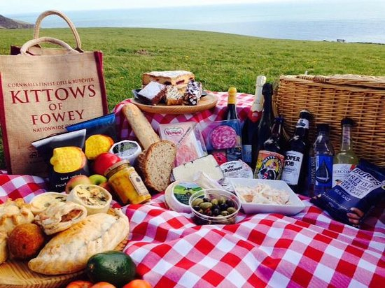 Kittows: Enjoy A Picnic With Kittow's
