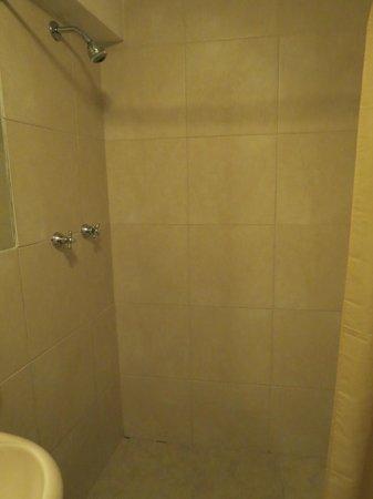 Cusco Pardo Hotel: Shower