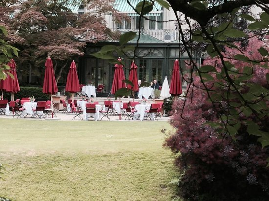 Brenners Park-Hotel & Spa: the terrace that opens to the park