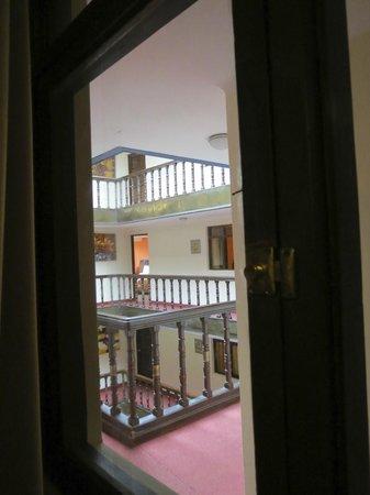 Cusco Pardo Hotel: Window to interior hallway