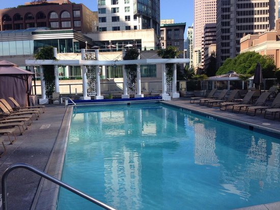 Fairmont Waterfront: Open air pool