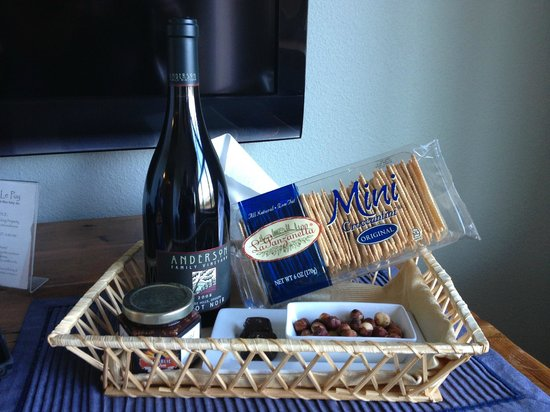 Le Puy A Wine Valley Inn: Gift Basket