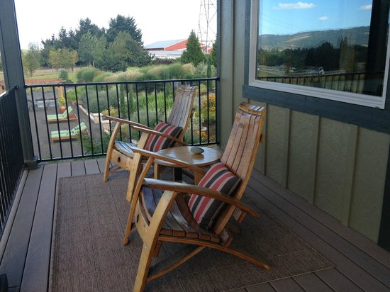 Le Puy A Wine Valley Inn : Balcony attached to Thunder Suite