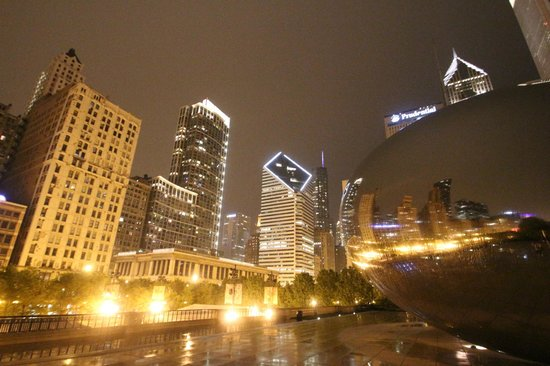 """Cloud Gate: The """"Bean"""" by night"""