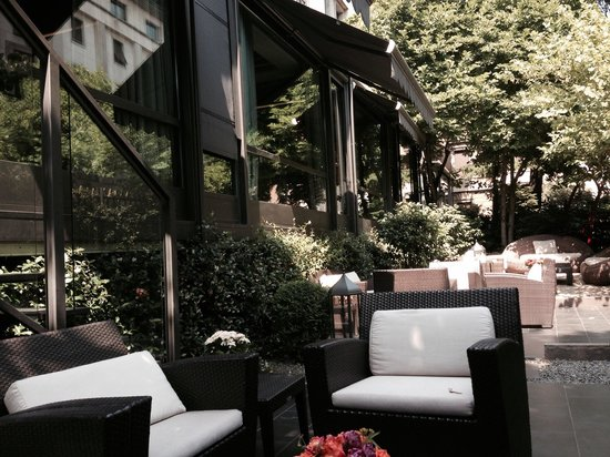 Baglioni Hotel Carlton: El jardin del Hotel