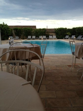 La Figuiere Hotel: vista piscina da ristorante