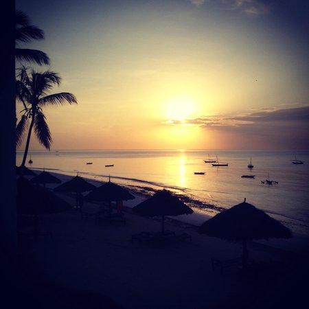 DoubleTree by Hilton Resort Zanzibar - Nungwi: Sun set from the balcony