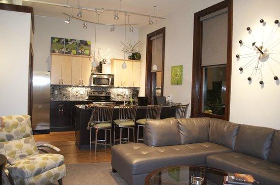 Teerman Lofts: living/breakfast/kitchen