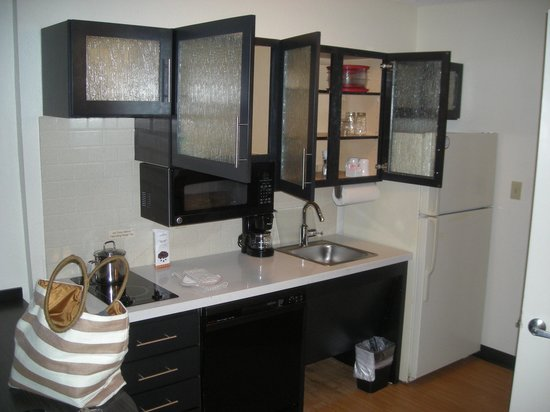 Candlewood Suites Clearwater: Kitchenette
