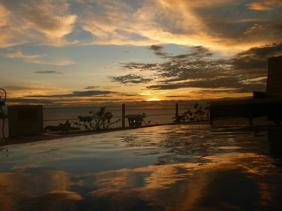 Petit Amour Villa: View from the infinity pool