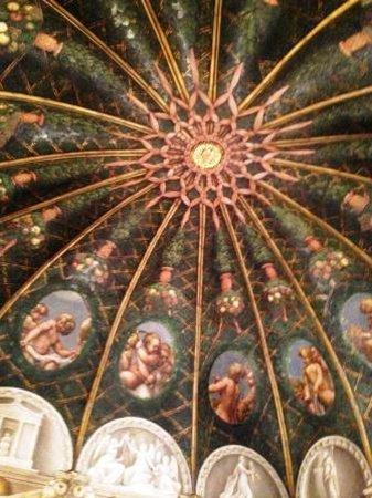 Camera di San Paolo : la cupola affrescata