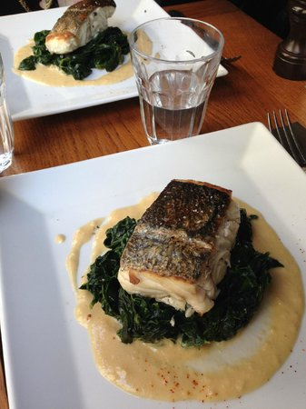Au Bougnat: White fish on bed of spinach