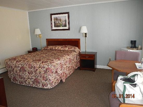 Americas Best Value Inn Brunswick : our room