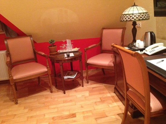 Hotel Villa Monte Vino: Sitzecke im Zimmer