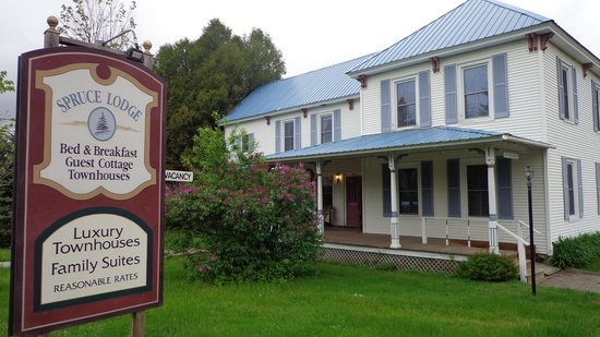 Spruce Lodge Bed and Breakfast: This is the Lodge, not the picture of the guest cottage used on the website