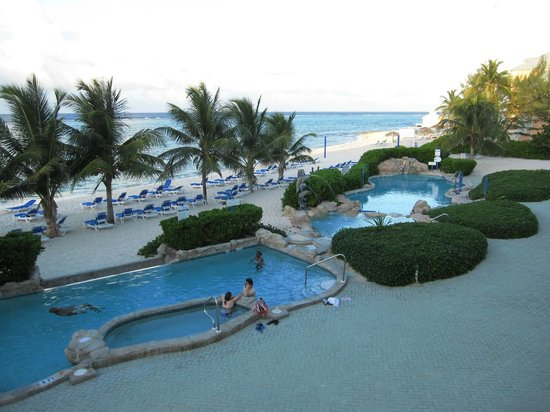 Wyndham Reef Resort : View of pool and beach from Balcony