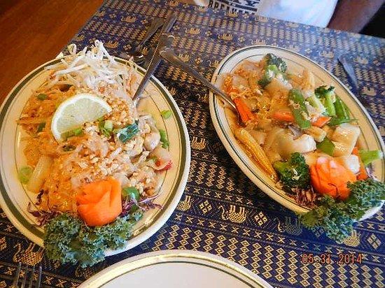 Bangkok Garden Restaurant: drunken noodles, lad nar dinners