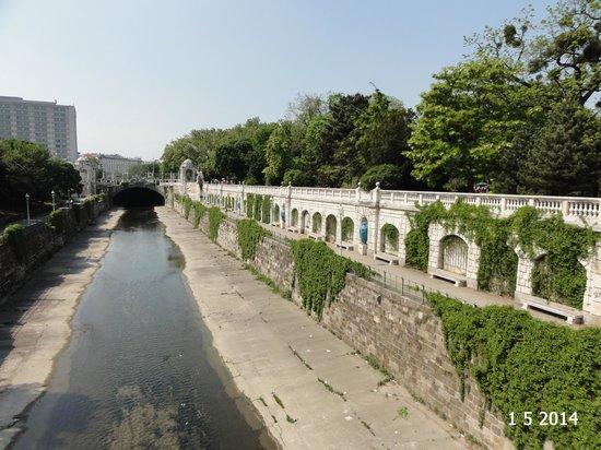 Stadtpark: The Vienna Canal