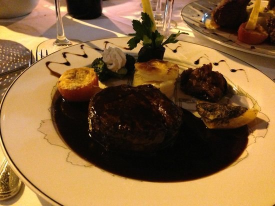 L'Auberge Gourmande : Filet mignon in shallot red wine