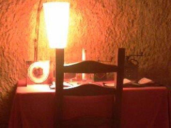 Cueva Restaurante Los Poinos: Mesa del comedor