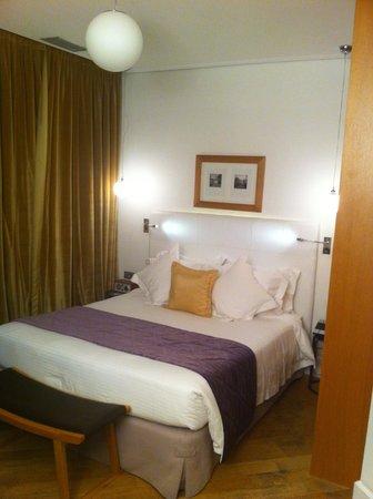 The Excelsior: Standard bedroom