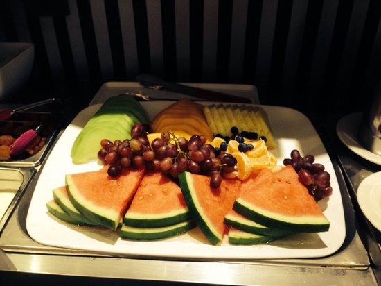 Quality Hotel Platinum International: Buffet breakfast - fruit