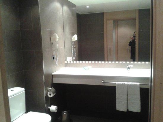 Hesperia Andorra la Vella: bathroom