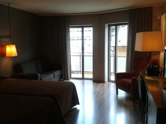 NH Hesperia Andorra la Vella: room and balcony doors