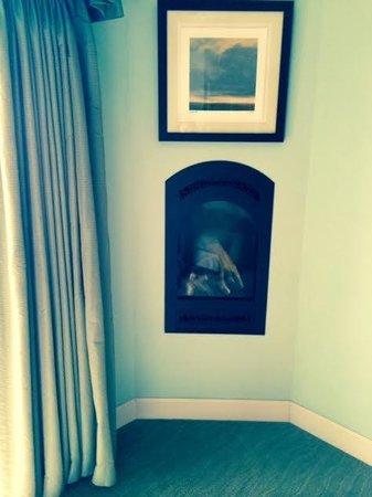 Anderson Inn: Fireplace