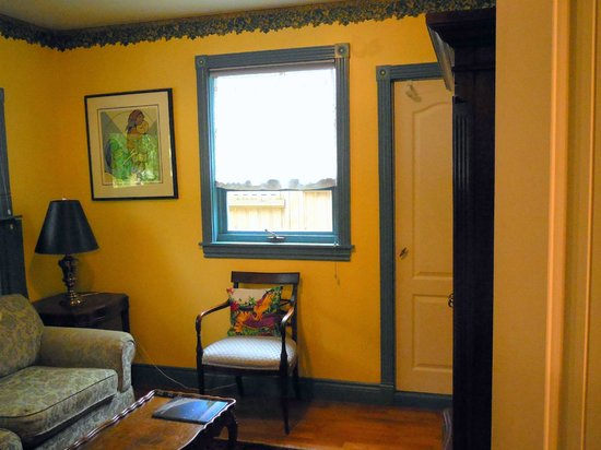 Albion Manor Bed and Breakfast: TV room or second bedroom at Gargoyle Cottage
