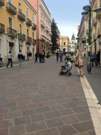 Hotel Villa Traiano: Main pedestrian street