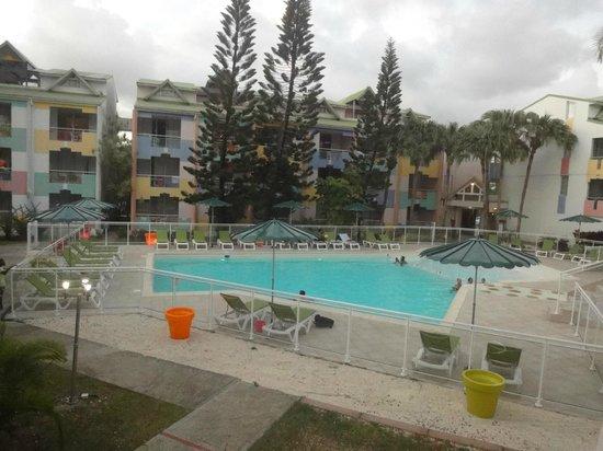 Canella Beach Hotel-Restaurant : joli piscine et  propre