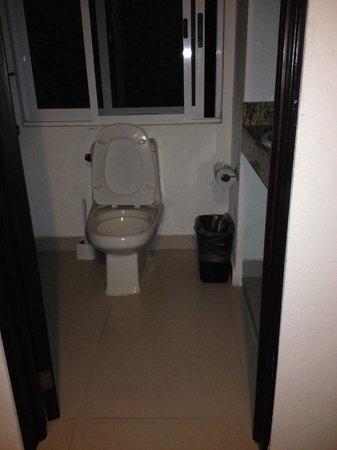 Hotel del Sol: Bathroom
