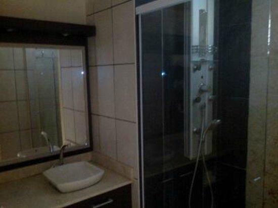 Canella Beach Hotel-Restaurant : salle de bain