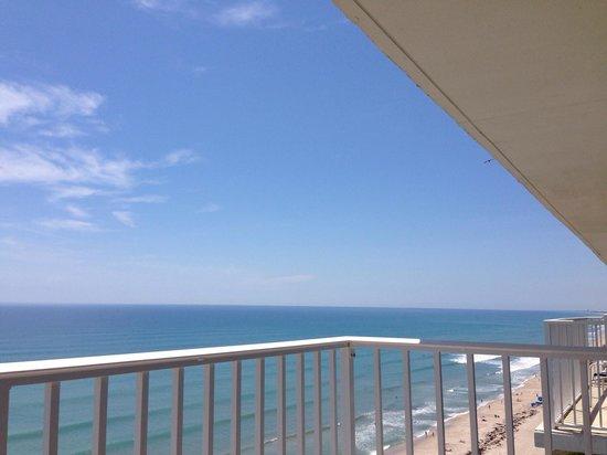 Radisson Suite Hotel Oceanfront: Balcony View