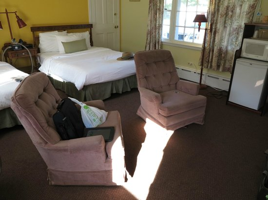Four Winds Country Motel: Our room #18